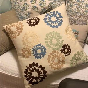 Accent Pillow. Like New.